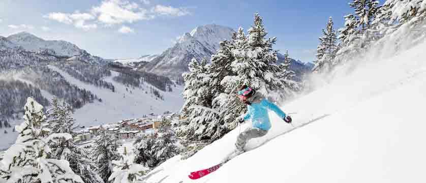 france_montgenevre_skier2.jpg